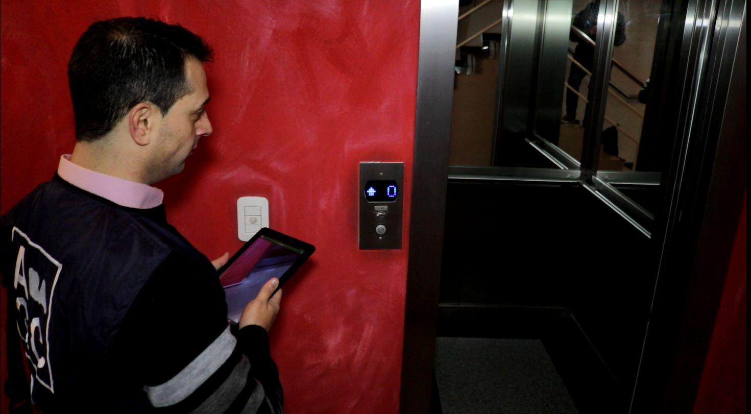 Espaciamiento de los controles del ascensor. La postura de la DGFYCO- AGC